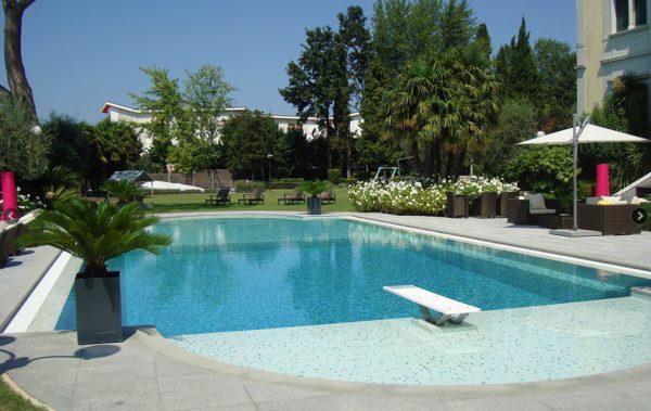 titel-schwimmbad